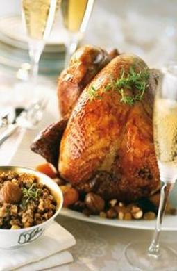 Recette de Chapon fourré de coquillettes au foie gras et rôti au four